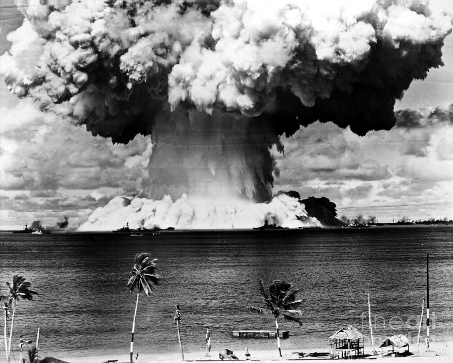 a history of the development of the atomic bomb A brief history of nuclear weapons states atom bomb cloud the world's first nuclear weapons explosion on july 16, 1945, in new mexico, when the united the treaty bars nuclear weapons states from propogating weapons to other states and prohibits states without nuclear weapons to develop or acquire nuclear.